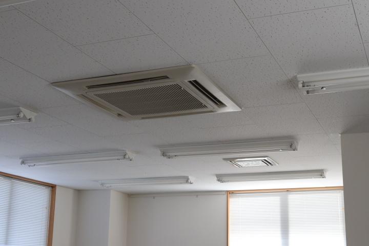 天井型エアコン